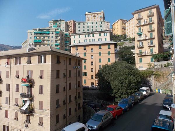 Bilocale Genova Via Ponza 13