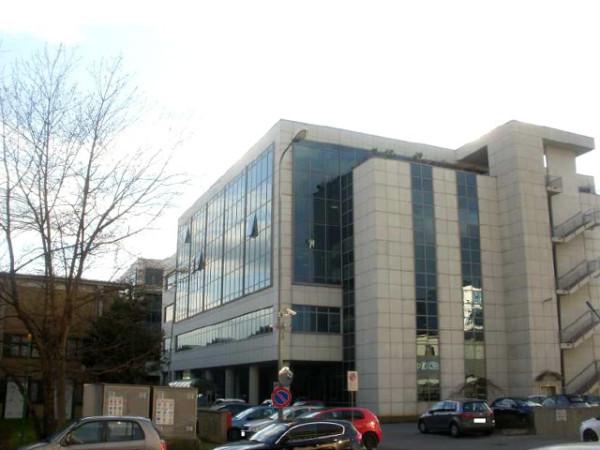 Ufficio / Studio in vendita a Torino, 6 locali, zona Zona: 16 . Mirafiori, Centro Europa, Città Giardino, prezzo € 120.000   Cambio Casa.it