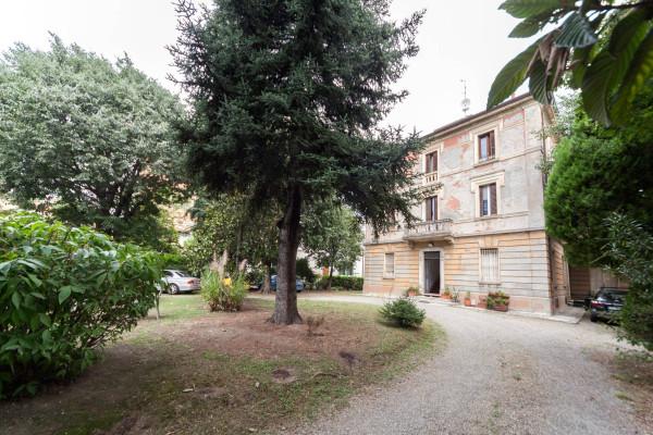 Bilocale Bologna Via Emilia Levante 1