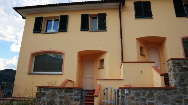 Villa in vendita a Pescia, 4 locali, prezzo € 345.000 | Cambio Casa.it