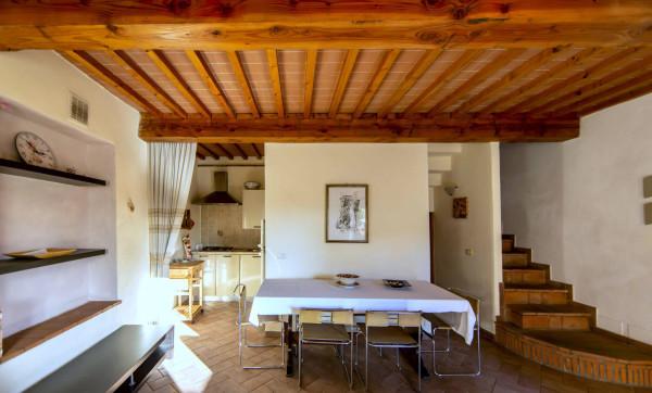 Soluzione Indipendente in vendita a Pescia, 4 locali, prezzo € 108.000 | Cambio Casa.it