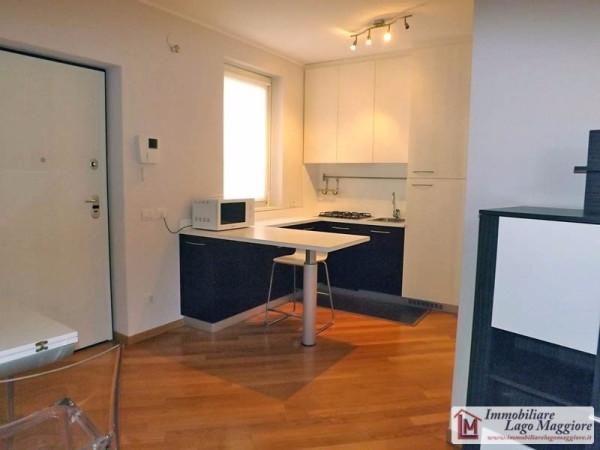 Appartamento in vendita a Angera, 2 locali, prezzo € 138.000 | Cambio Casa.it