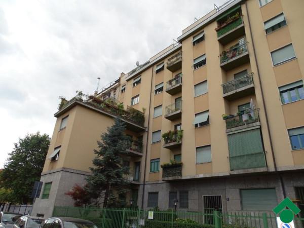Bilocale Milano Via Privata Minturno, 9 11