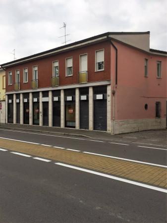 Negozio / Locale in Vendita a Saronno
