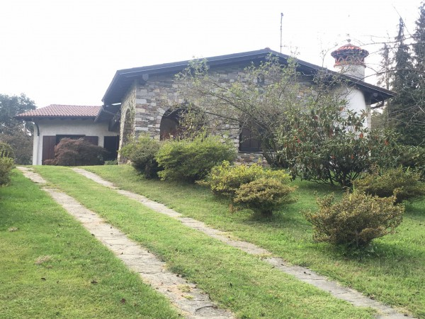 Villa in vendita a Miasino, 4 locali, prezzo € 330.000 | Cambio Casa.it