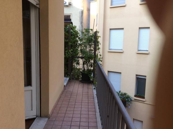 Bilocale Milano Via Carlo Tenca 11