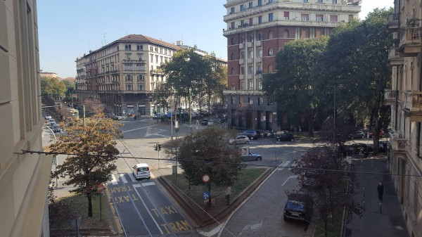 Bilocale Milano Viale Regina Giovanna 12