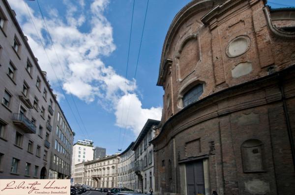 Bilocale Milano Via Durini 1