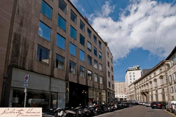 Bilocale Milano Via Durini 2