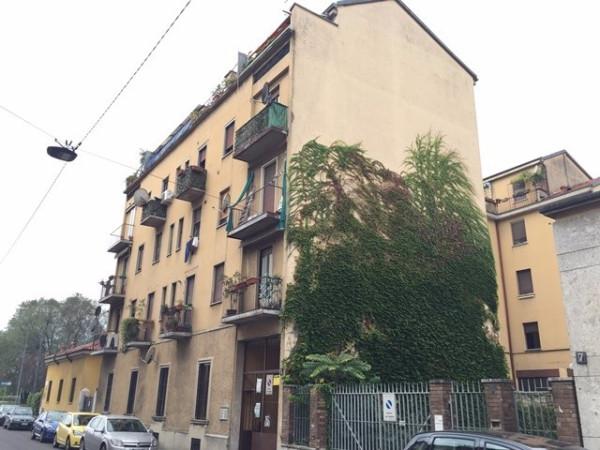 Bilocale Milano Via Monte Piana 1