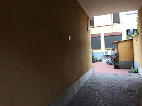 Bilocale Milano Via Monte Piana 3