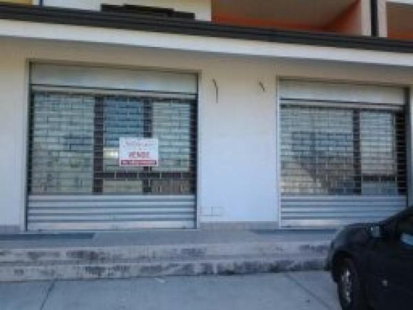 Negozio / Locale in vendita a Vairano Patenora, 1 locali, prezzo € 240.000 | CambioCasa.it