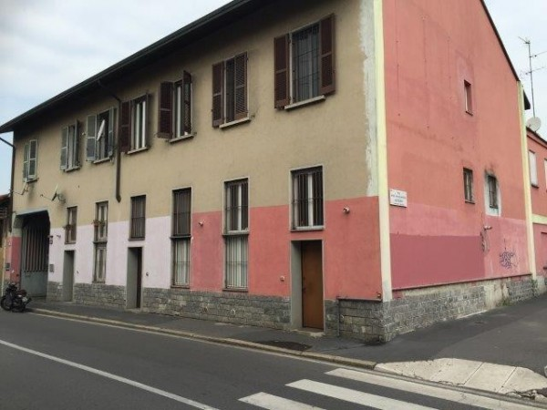 Bilocale Milano Via Cusago 1