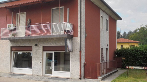 Negozio / Locale in affitto a Nerviano, 2 locali, prezzo € 800 | CambioCasa.it