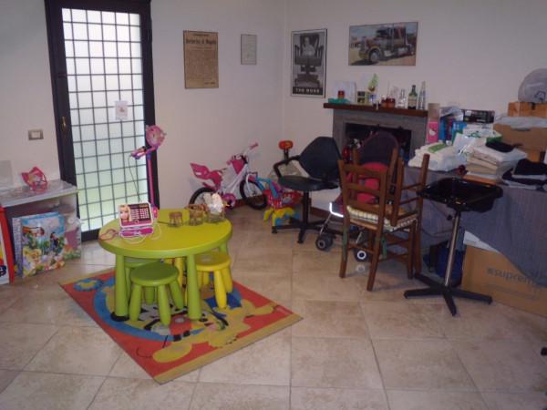 Villa in vendita a Agliana, 6 locali, prezzo € 450.000 | Cambio Casa.it