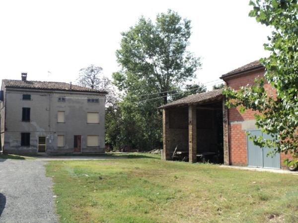 Rustico in Vendita a Alseno: 5 locali, 380 mq