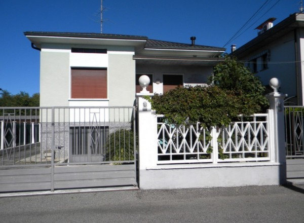 Villa in vendita a Gallarate, 3 locali, prezzo € 180.000 | Cambio Casa.it
