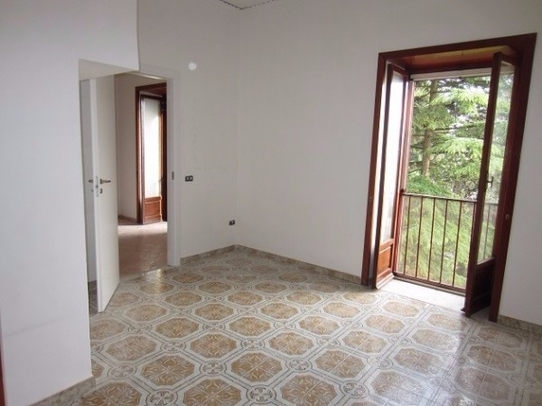 Appartamento in Affitto a Pollena Trocchia