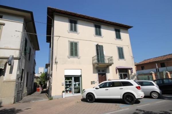 Appartamento in Vendita a Lucca Periferia Sud: 5 locali, 95 mq