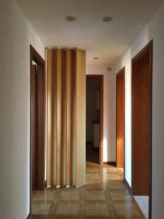 Appartamento in vendita a Carpi, 4 locali, prezzo € 77.000 | Cambio Casa.it