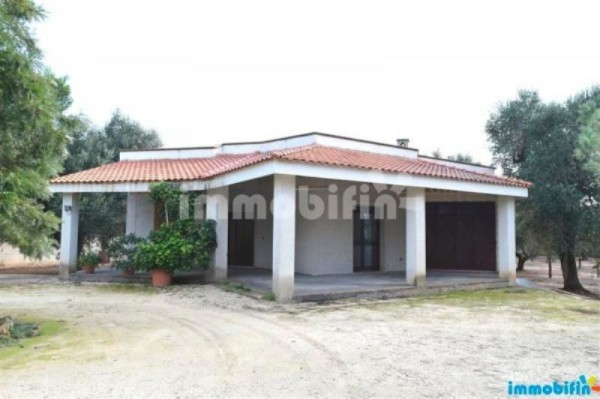 Villa in vendita a Oria, 4 locali, prezzo € 160.000 | Cambio Casa.it