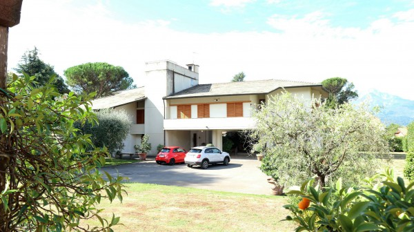 Villa in vendita a Barga, 6 locali, prezzo € 1.800.000 | Cambio Casa.it
