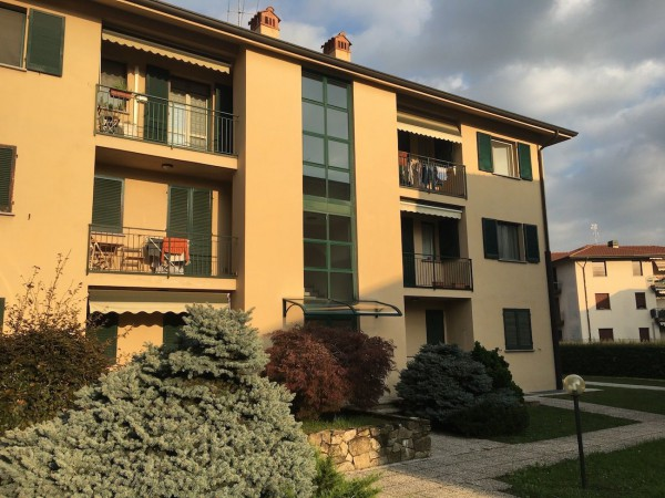 Appartamento in vendita a Montevecchia, 4 locali, prezzo € 142.000 | Cambio Casa.it