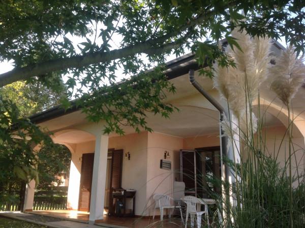 Villa in vendita a Saronno, 5 locali, prezzo € 750.000 | Cambio Casa.it
