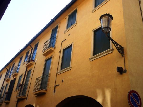 Appartamento in vendita a Padova, 4 locali, zona Zona: 1 . Centro, prezzo € 300.000 | CambioCasa.it
