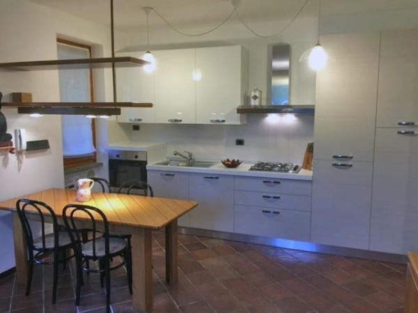 Appartamento in affitto a Angera, 2 locali, prezzo € 500 | Cambio Casa.it