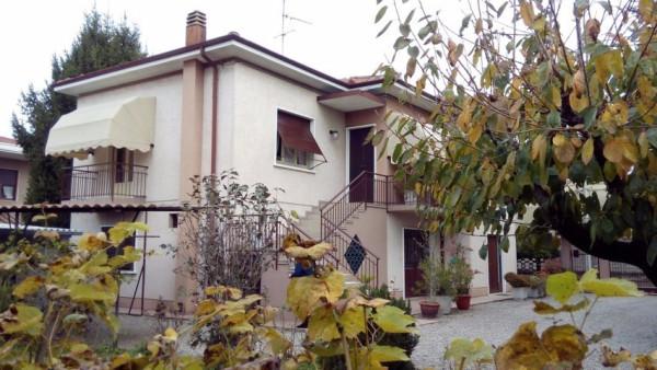 Villa in vendita a Cassano Magnago, 5 locali, prezzo € 275.000 | Cambio Casa.it