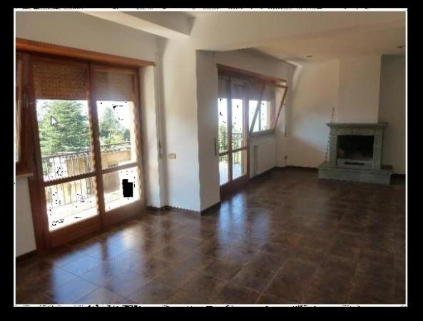 Appartamento in affitto a Monte Porzio Catone, 4 locali, prezzo € 850 | Cambio Casa.it