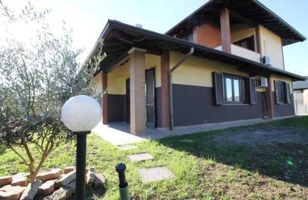 Villa in vendita a Somma Lombardo, 4 locali, prezzo € 349.000 | Cambio Casa.it