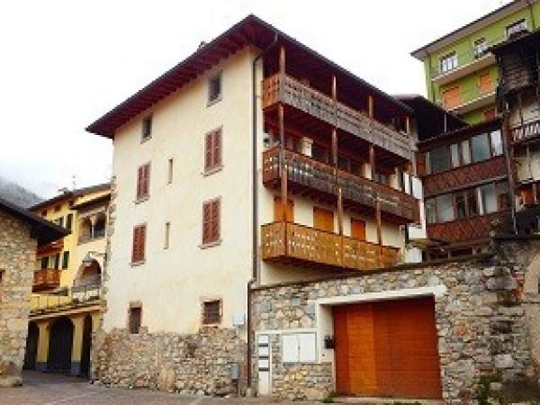 Appartamento in vendita a Vertova, 3 locali, prezzo € 45.000 | Cambio Casa.it