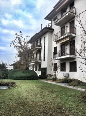 Appartamento in vendita a Cardano al Campo, 3 locali, prezzo € 135.000 | Cambio Casa.it