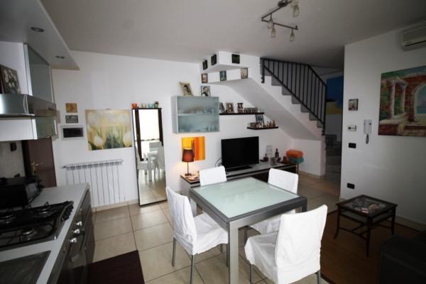 Appartamento in vendita a Sesto Calende, 3 locali, prezzo € 135.000 | Cambio Casa.it