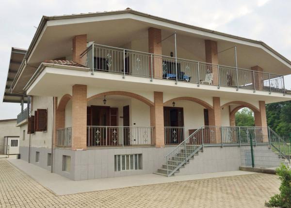 Appartamento in Vendita a Scalenghe Periferia: 4 locali, 178 mq