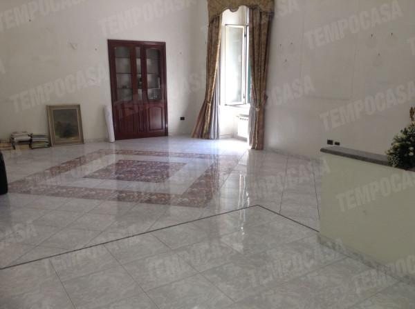 Appartamento in vendita 6 vani 200 mq.  via Salvator Rosa 356 Napoli