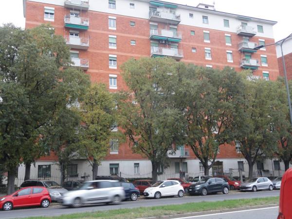 Appartamento in affitto a Milano, 5 locali, zona Zona: 13 . Baggio, Forze Armate, Quinto Romano, Bisceglie, Valsesia, prezzo € 1.330 | Cambio Casa.it