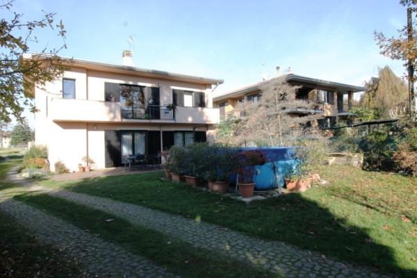 Villa in vendita a Sesto Calende, 6 locali, prezzo € 380.000 | Cambio Casa.it