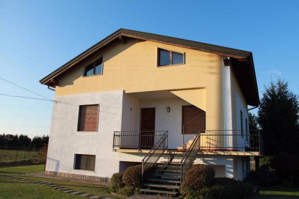 Villa in vendita a Treviglio, 3 locali, prezzo € 287.000 | Cambio Casa.it