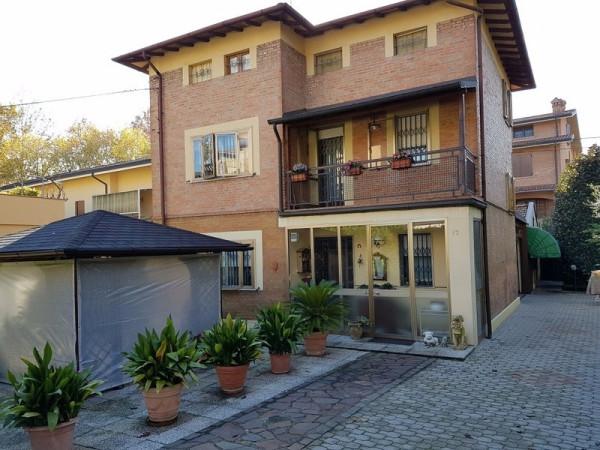 Villa in vendita a Modena, 5 locali, prezzo € 415.000 | Cambio Casa.it