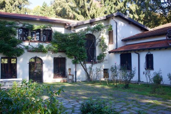 Villa in vendita a Somma Lombardo, 6 locali, prezzo € 550.000 | Cambio Casa.it