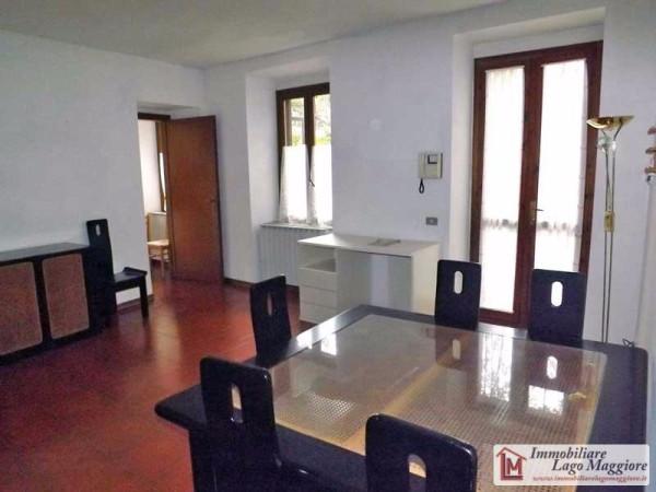 Appartamento in affitto a Angera, 2 locali, prezzo € 470 | Cambio Casa.it