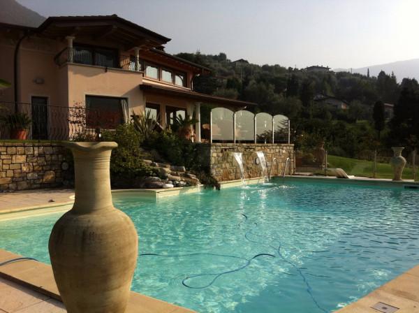 Villa in Vendita a Sale Marasino
