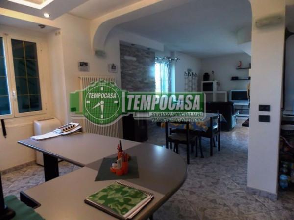 Villa in vendita a Paderno d'Adda, 4 locali, prezzo € 375.000   Cambio Casa.it