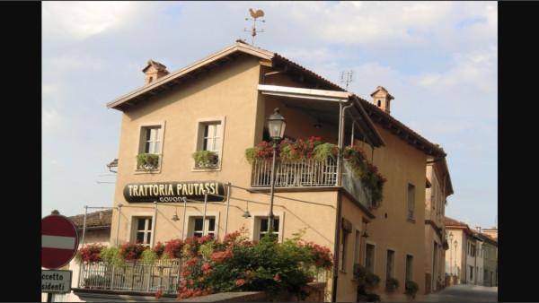 Ristorante / Pizzeria / Trattoria in vendita a Govone, 4 locali, Trattative riservate | Cambio Casa.it