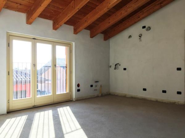 Appartamento in vendita a Longone al Segrino, 2 locali, prezzo € 131.000 | CambioCasa.it