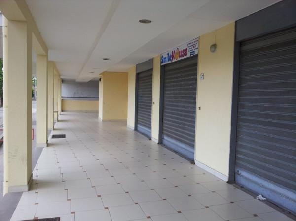 Negozio / Locale in vendita a Acerra, 2 locali, prezzo € 25.000 | Cambio Casa.it