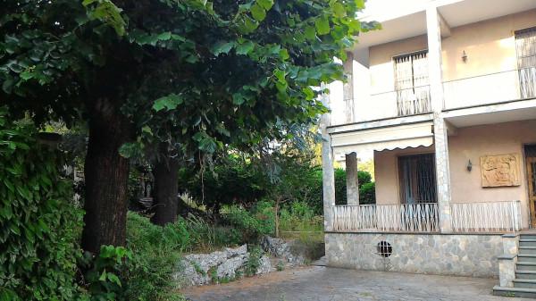 Villa in vendita a Carate Brianza, 6 locali, prezzo € 450.000   Cambio Casa.it